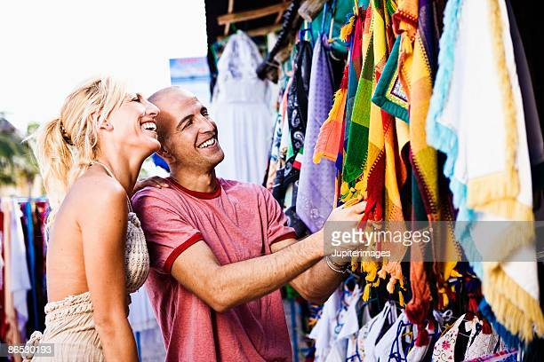 couple shopping - playa del carmen stock pictures, royalty-free photos & images
