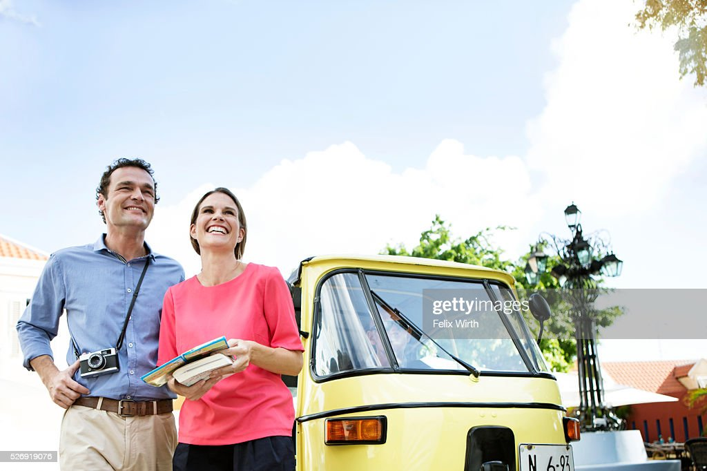 Couple sightseeing from tuk tuk : Foto de stock