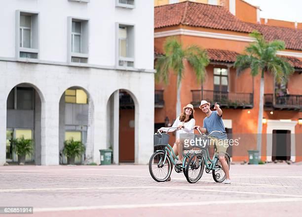 couple sightseeing on bikes in cartagena - cartagena colombia fotografías e imágenes de stock