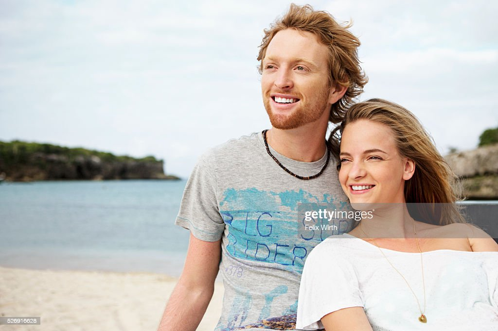 Couple sitting on tailgate of truck on beach : Photo