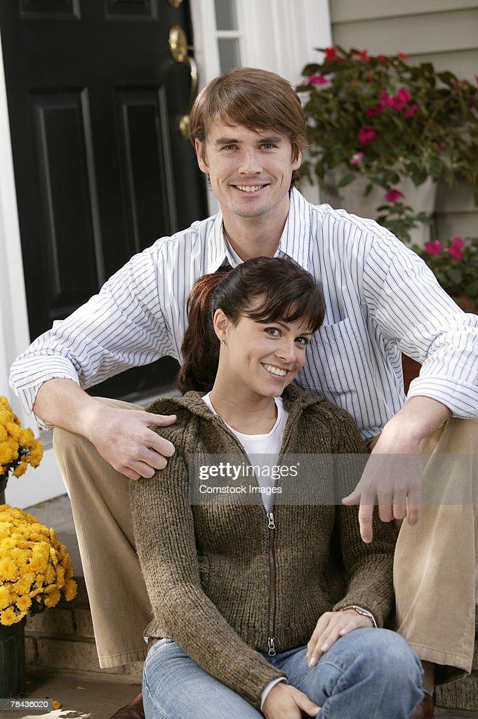 Couple sitting together : Stockfoto