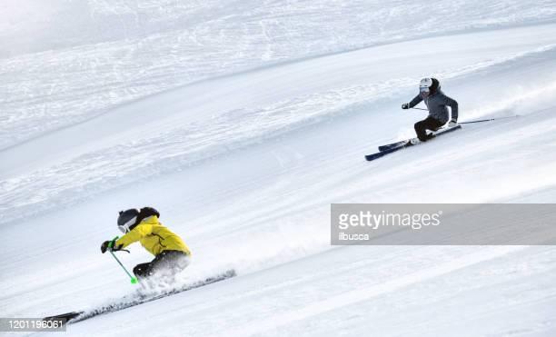 couple skiing in alps ski resort, alpe di mera, piedmont, italy - ilbusca foto e immagini stock