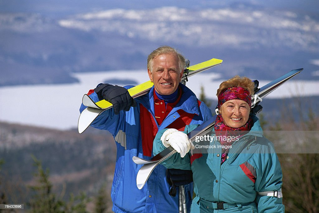 Couple skiing : Stockfoto