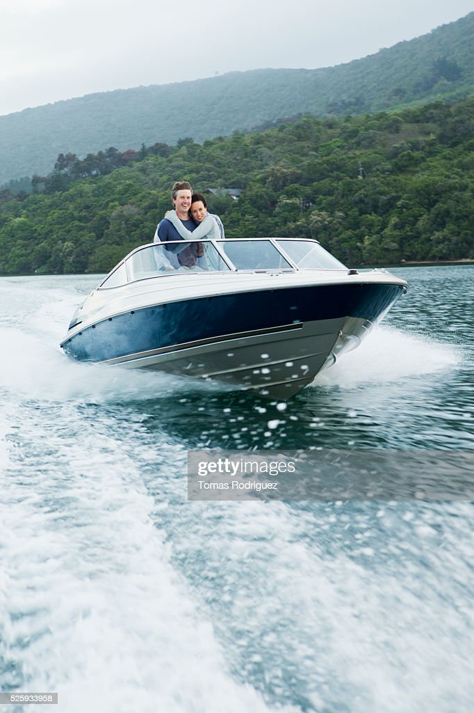 Couple speeding on motorboat : Foto de stock