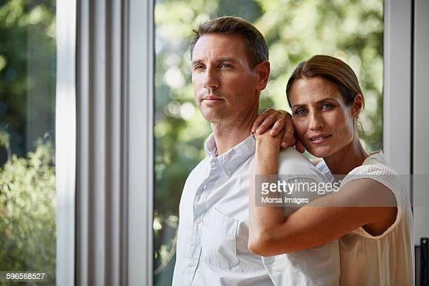 couple spending quality time at home - 35 39 jaar stockfoto's en -beelden