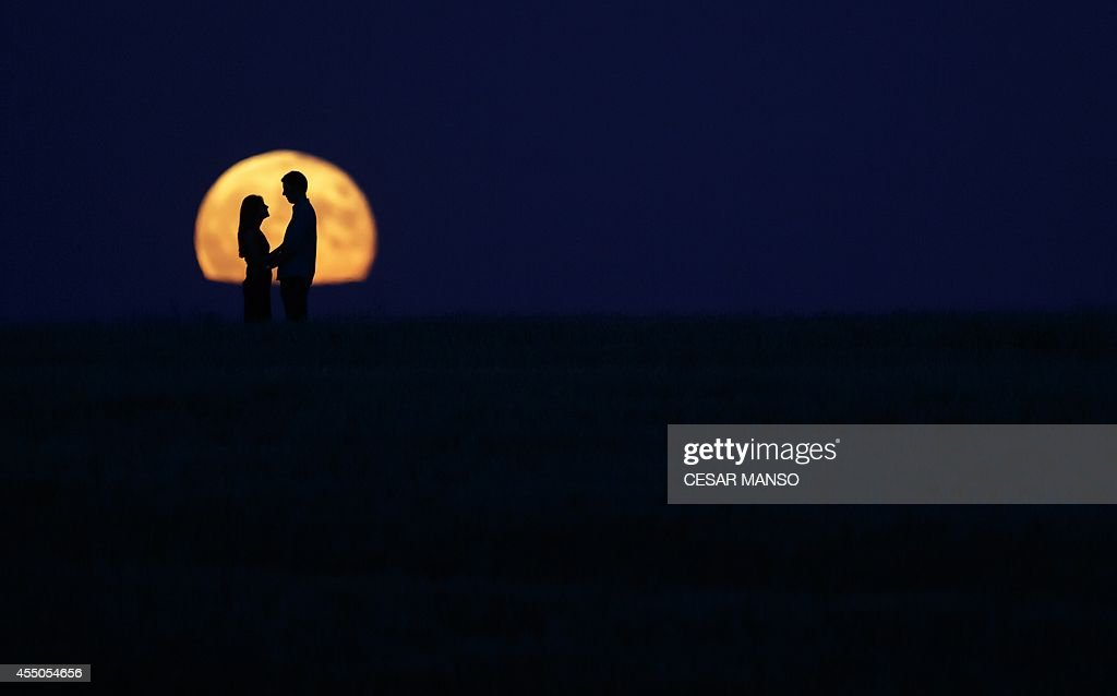 SPAIN-SUPER-MOON-THEME- LOVE : News Photo