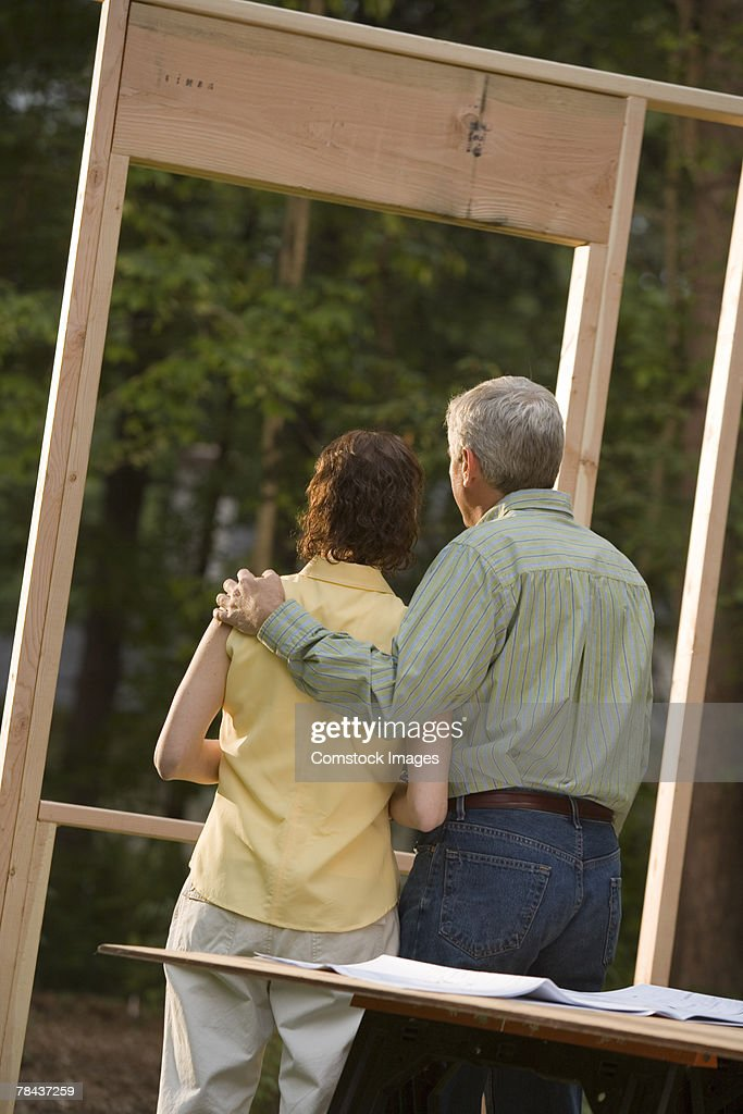 Couple standing at construction site : Stockfoto