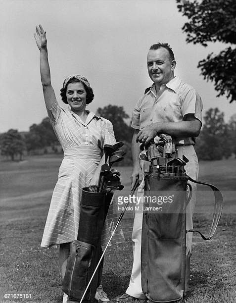 couple standing with golf club bag and waving hand  - {{relatedsearchurl(carousel.phrase)}} ストックフォトと画像