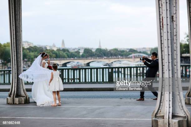 Couple takes wedding pictures on the bridge Bir Hakeim on September 18 2016 in Paris France All over the year couples come to take pictures in front...
