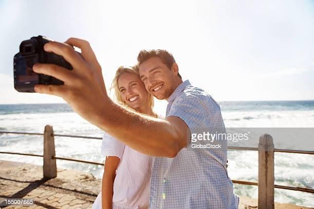 Couple prenant photo