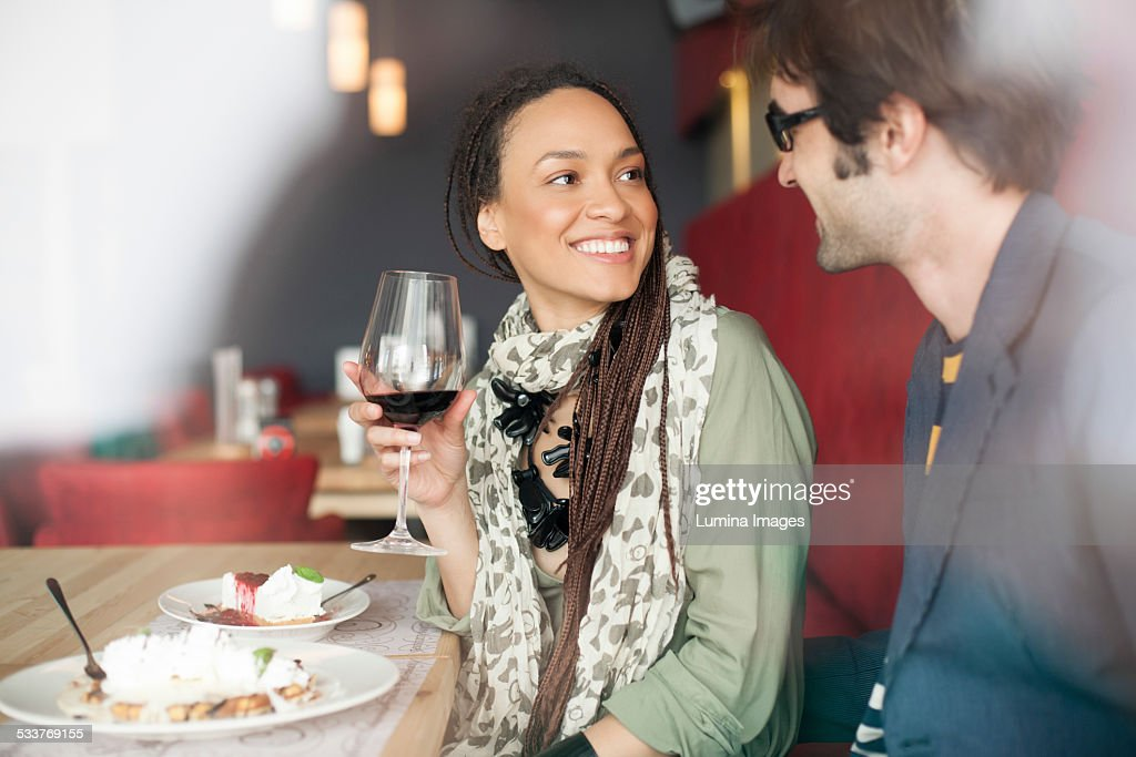 Couple talking in cafe : Foto stock