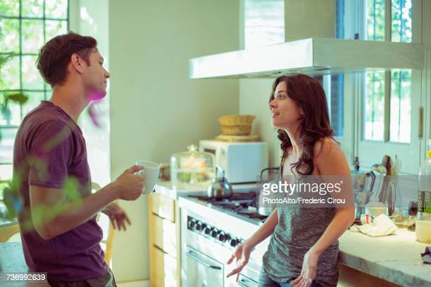 couple talking in kitchen - esposa imagens e fotografias de stock