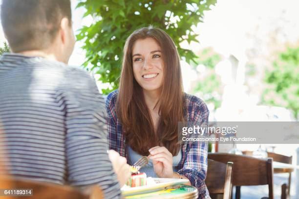 couple talking in restaurant - オープンカフェ ストックフォトと画像