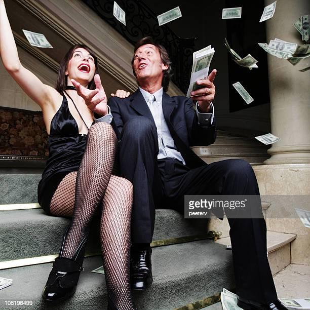 couple throwing money in the air - elite stockfoto's en -beelden