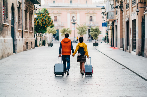 Couple traveling around the world 1085018668