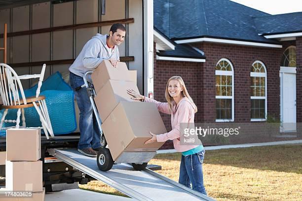 Deux boîtes de Camion de déménagement déchargement