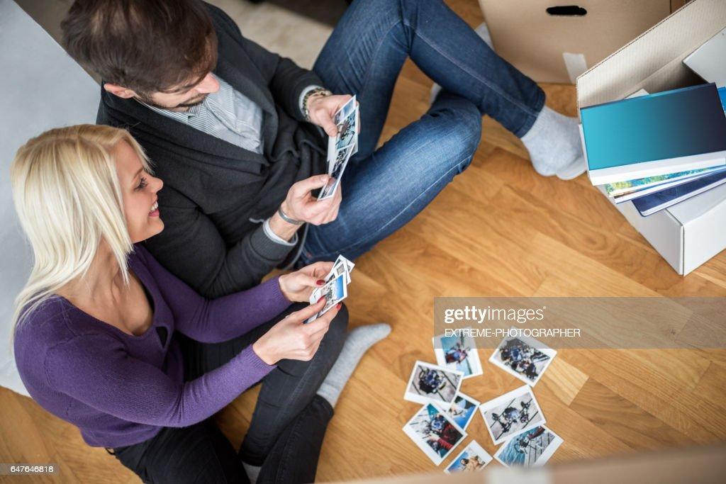 Couple unpacking the boxes : Stock Photo