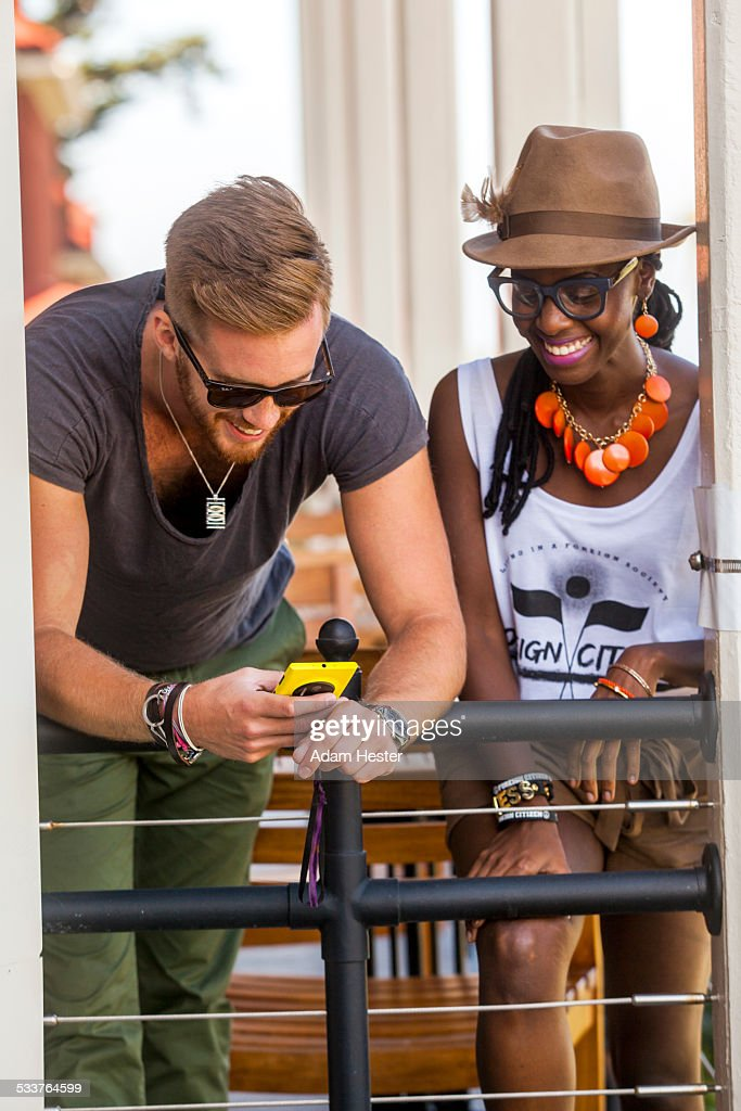 Couple using cell phone : Foto stock