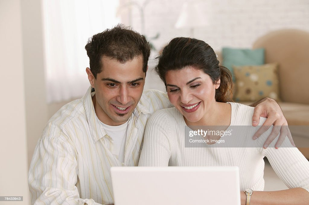 Couple using laptop at home : Stockfoto