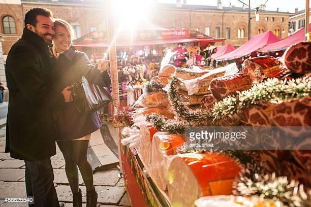 Paar Besuch Weihnachtsmarkt, Mailand