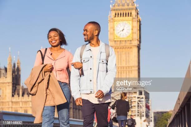 pares que visitam inglaterra para suas férias - i love you frase em inglês - fotografias e filmes do acervo