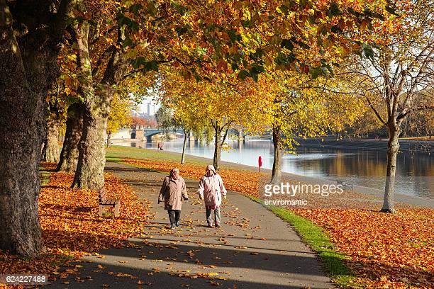 couple walk by the river trent during autumn. - ノッティンガムシャー ストックフォトと画像