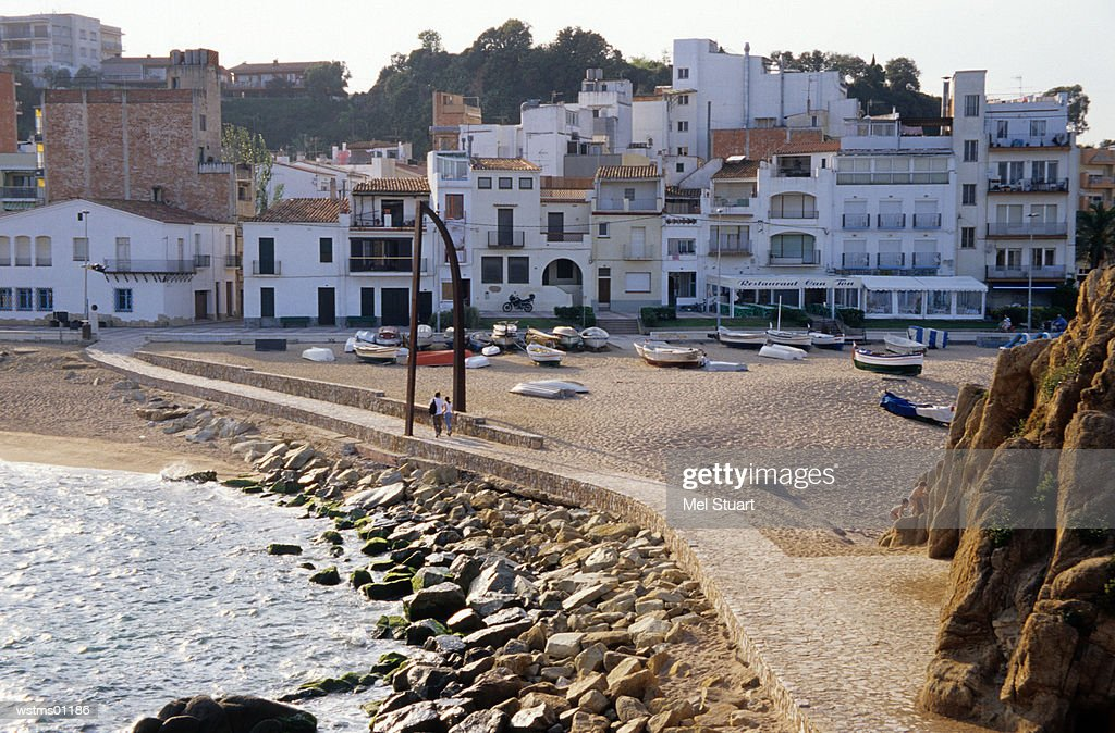 Couple walking, Sant Andreu de la Palomera, Blanes, Costa Brava, Catalonia, Spain : Stockfoto
