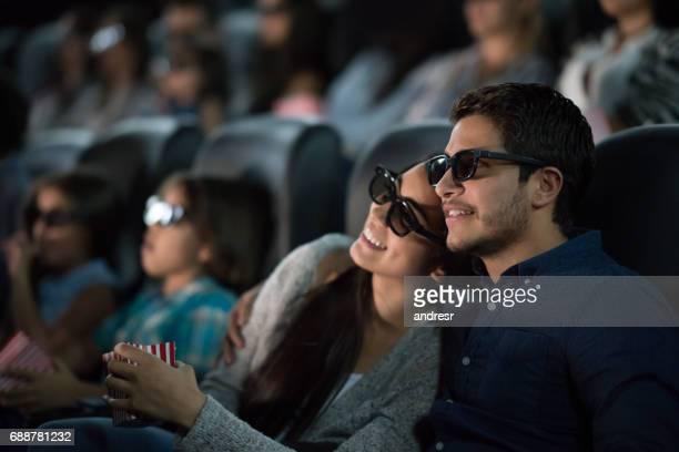 Par ver una película con gafas 3D en el cine
