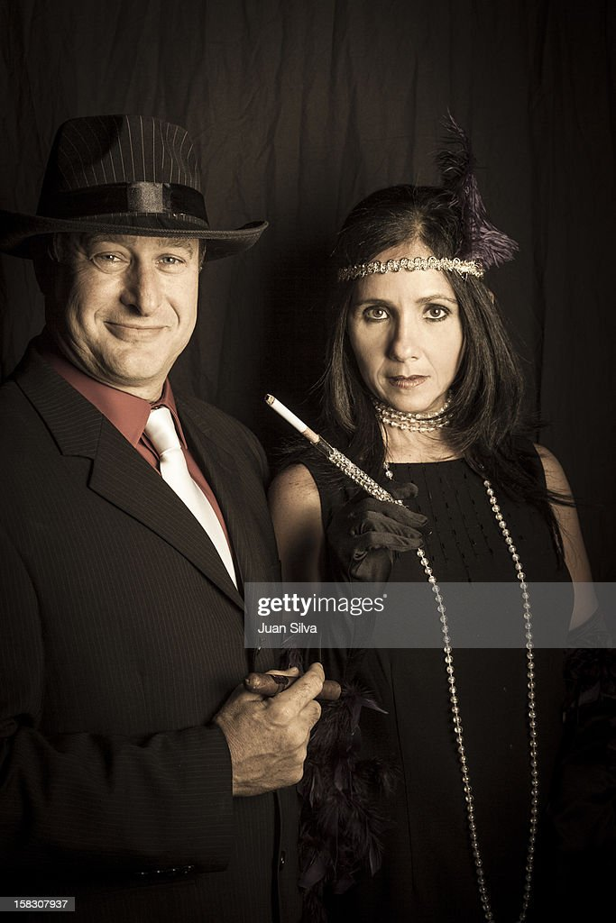 Couple wearing 1920s costumes in a party : Bildbanksbilder