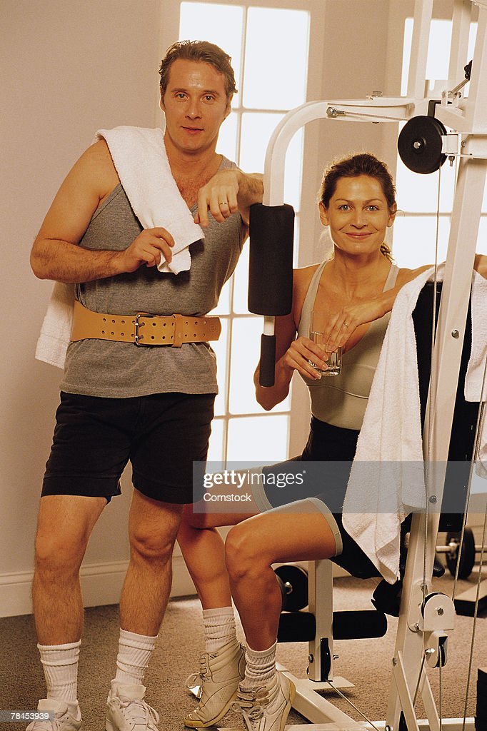 Couple with exercise equipment at health club : Stockfoto