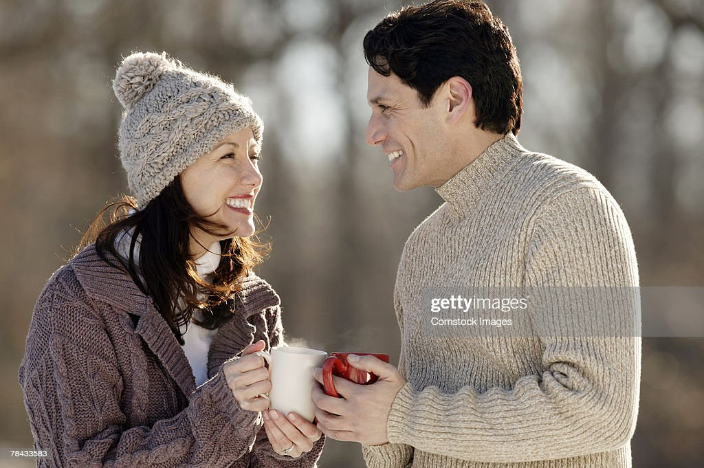 Couple with hot drinks in winter : Stockfoto