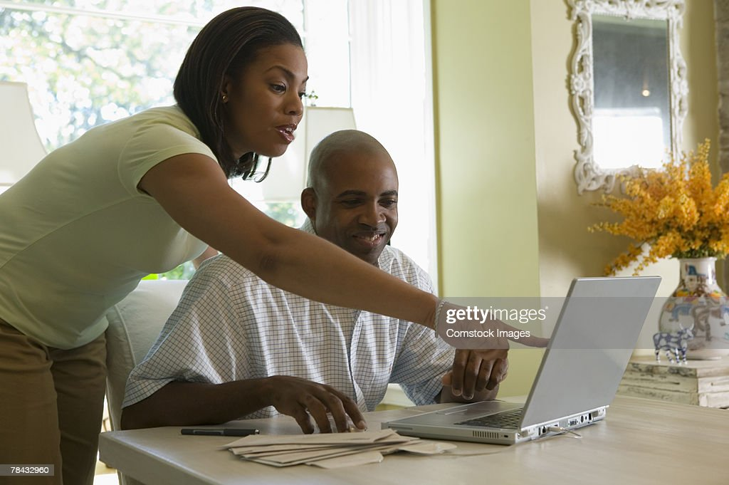 Couple with laptop computer : Stockfoto