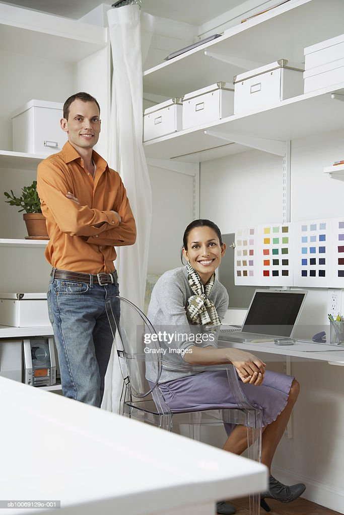 Couple with laptop, smiling, portrait : Stockfoto