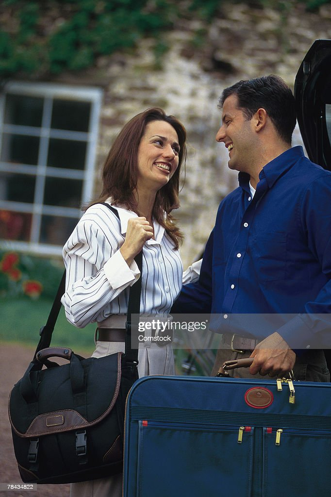 Couple with luggage : Stockfoto