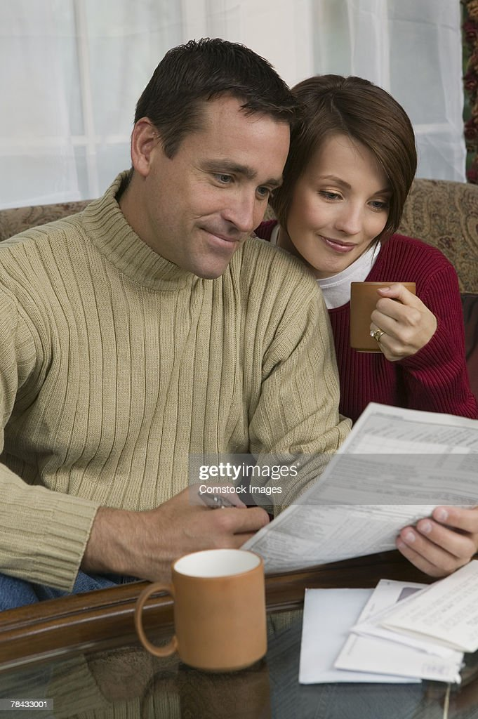 Couple with paperwork : Stockfoto