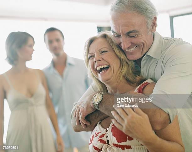 Couple avec leurs parents
