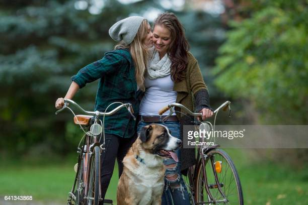 couple with their dog - americas next top dog stock pictures, royalty-free photos & images