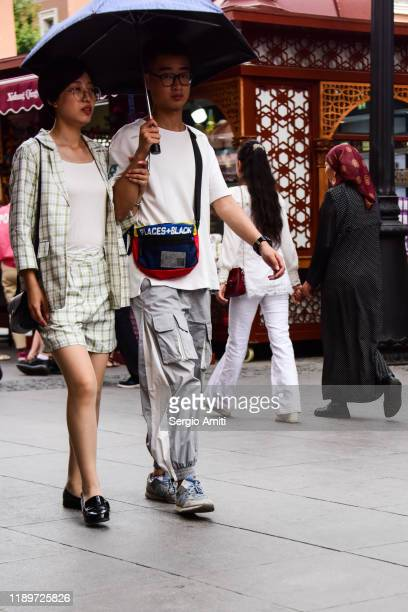 couple with umbrella in urumqi, xinjiang - sergio amiti stock pictures, royalty-free photos & images