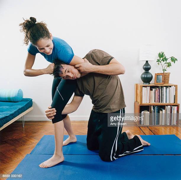couple wrestling - female wrestling holds stockfoto's en -beelden