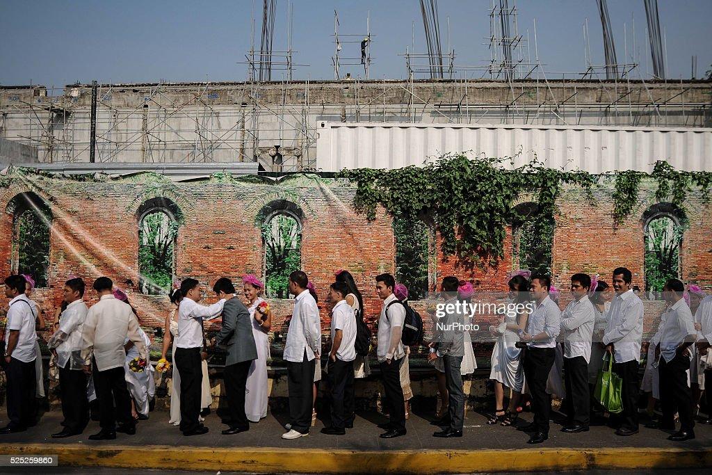 Mass Wedding During Valentine's Day in Manila : News Photo