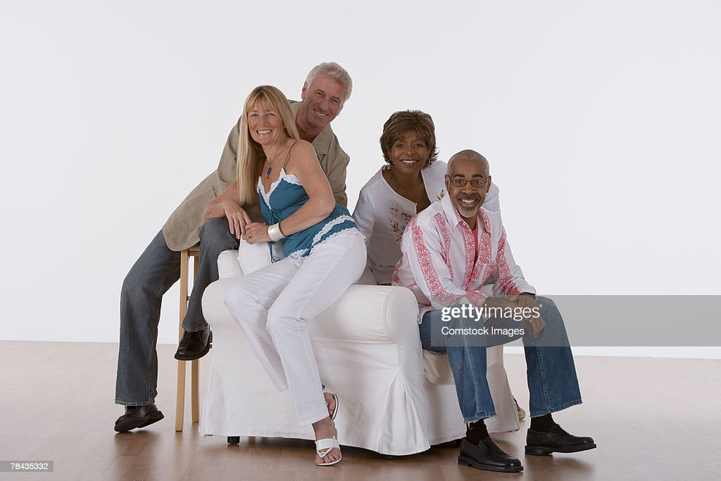 Couples relaxing together : Stockfoto