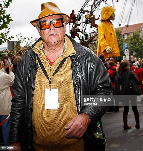 Courcoult Jean Luc Founder and Artistic Director of the 'Compagnie Royal de Luxe' France with the little giantess of the theatre company Royal De...