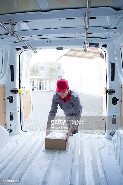 courier delivering parcel - endopack stock pictures, royalty-free photos & images