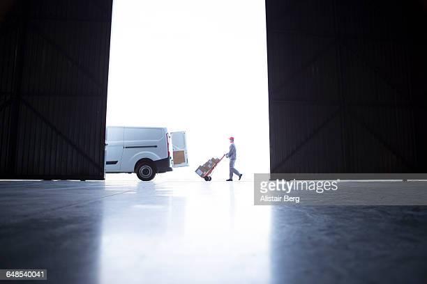 courier delivering parcels and boxes - bestelwagen stockfoto's en -beelden