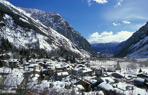 courmayeur in the italian alps - クールマイヨール ストックフォトと画像