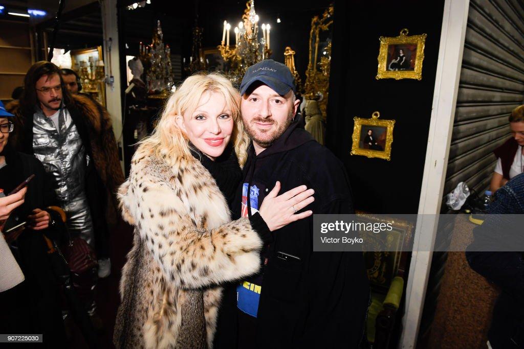 Vetements : Front Row  - Paris Fashion Week - Menswear F/W 2018-2019 : ニュース写真