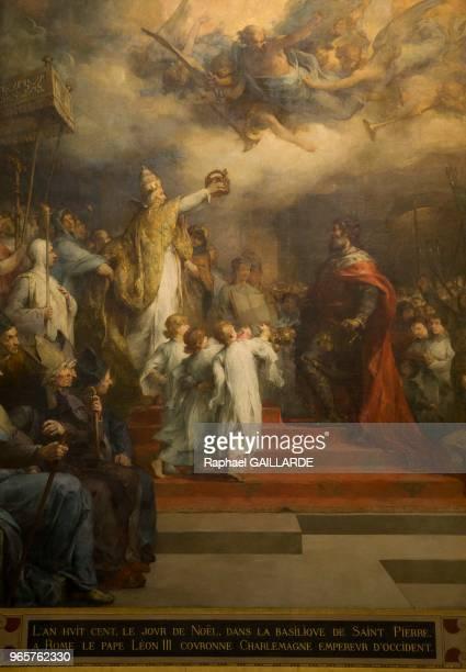 Couronnement impérial de Charlemagne à Rome en l'an 800 par Léon III fresque peinte par HenriLéopold Lévy exposée au Panthéon monument de style néo...