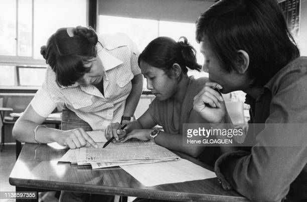 Cours d'anglais dans le centre d'accueil de réfugiés vietnamiens à East Hills près de Sydney Australie