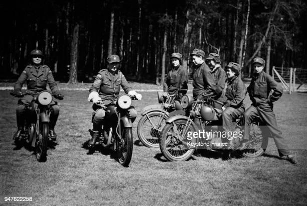 Cours de conduite de motos pour les femmes au RoyaumeUni en avril 1940