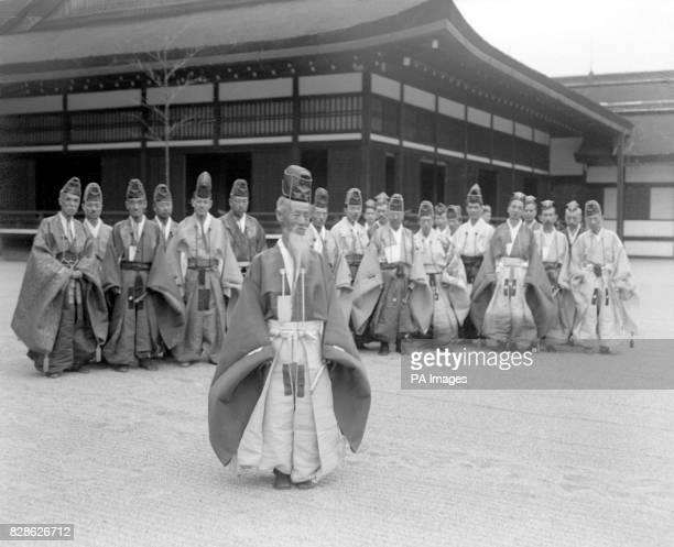 Court retainers who play Kemari in their ancient dress and Shinto headwear The veteran of the team is in the foreground